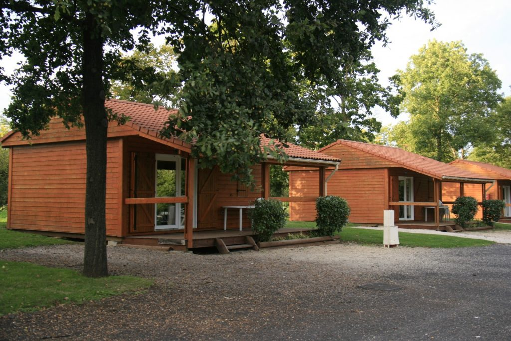 locations en camping pr s de clermont ferrand. Black Bedroom Furniture Sets. Home Design Ideas